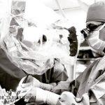 جراح مغز و اعصاب،نگهدارنده سنگ و شیشه در کنار هم